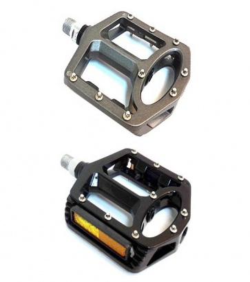 Divine Magnesium Flat Pedals 904 416g