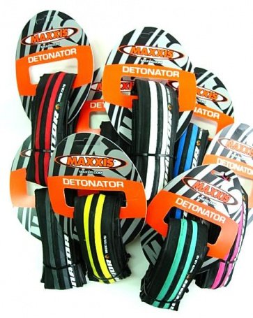 Maxxis Detonator Road Bike Tire Tyre 700x23C 23-622